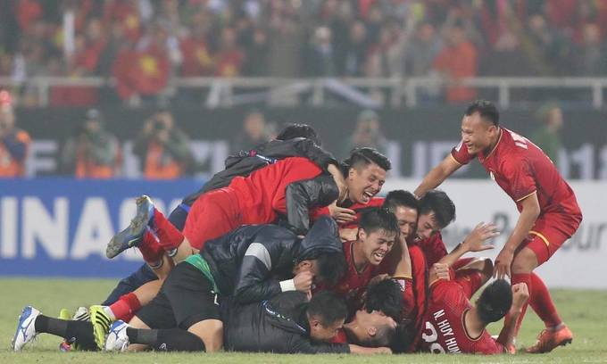 Rewards rain on Vietnamese football team after AFF Cup win