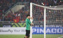 Goalkeeper Dang Van Lam scores an own goal!