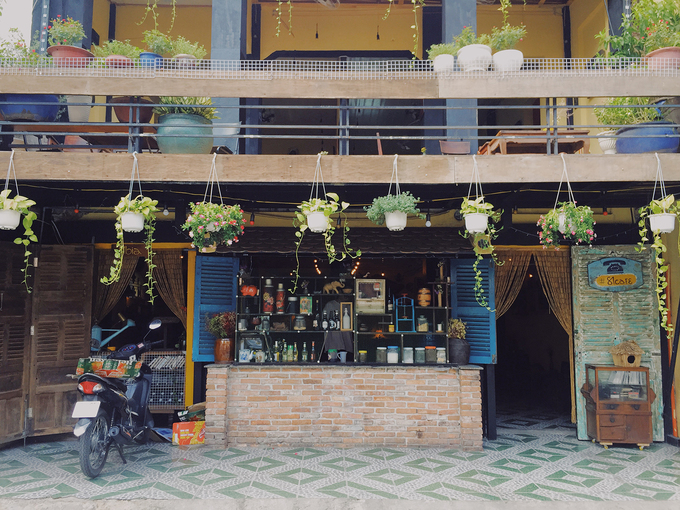 New antique café adds charm to downtown Saigon