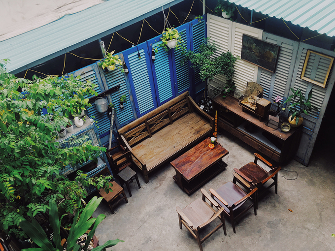 New antique café adds charm to downtown Saigon - 9