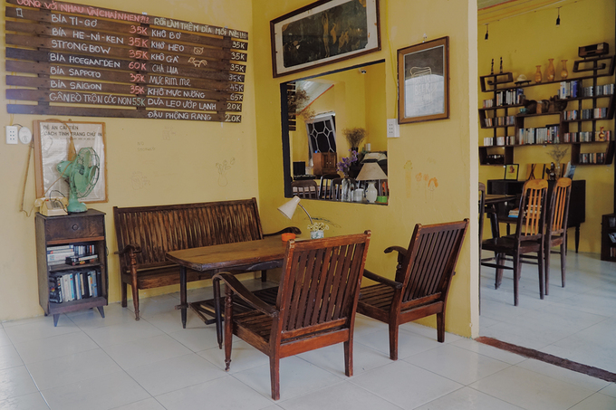 New antique café adds charm to downtown Saigon - 3