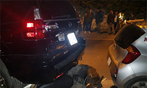 Six injured as drunk Hanoi woman crashes car into several vehicles