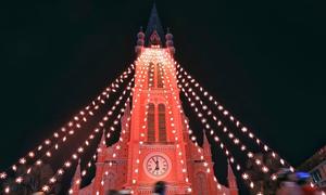 Saigon gets bedecked for the Xmas-New Year season