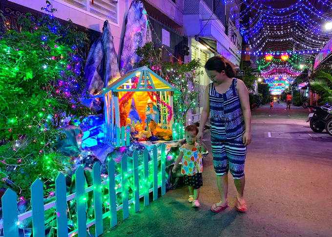Saigon gets bedecked for the Xmas-New Year season - 7