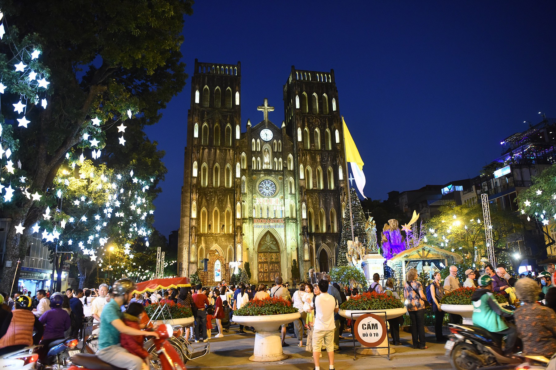 From Hanoi to Seoul and Moscow, the Christmas lights and decorations bring festive cheer around the world.