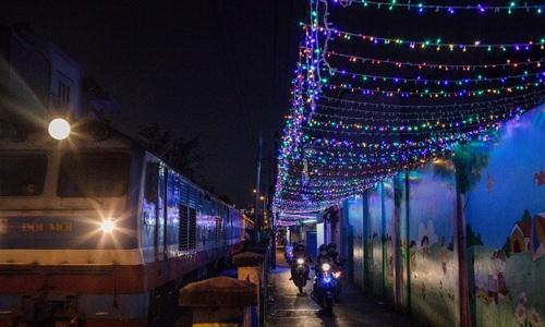 Saigon's veins sparkle with Christmas magic