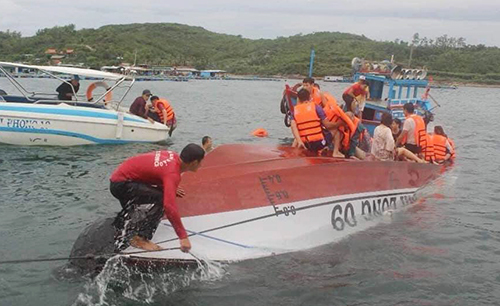 Chinese tourist among two dead as speedboat capsizes in central Vietnam