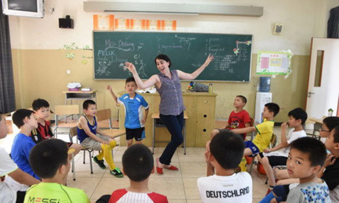 An English class in Vietnam. Photo by VnExpress