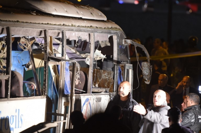 Scenes of bus blast that killed three Vietnamese tourists in Egypt - 2