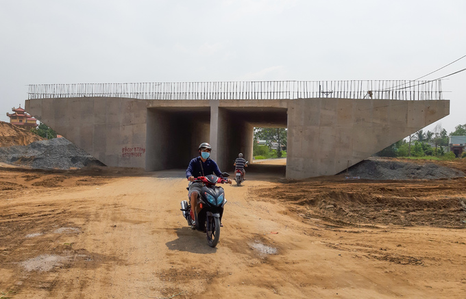 Longest expressway in southern Vietnam nowhere near completion after 4 years - 11
