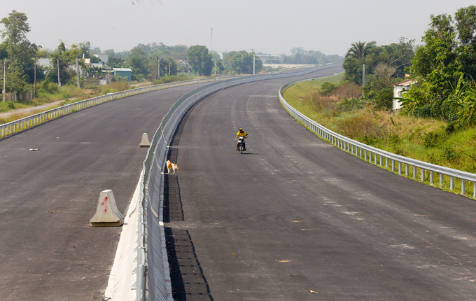 Longest expressway in southern Vietnam nowhere near completion after 4 years - 1