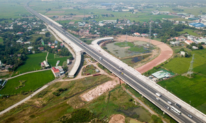 Longest expressway in southern Vietnam nowhere near completion after 4 years