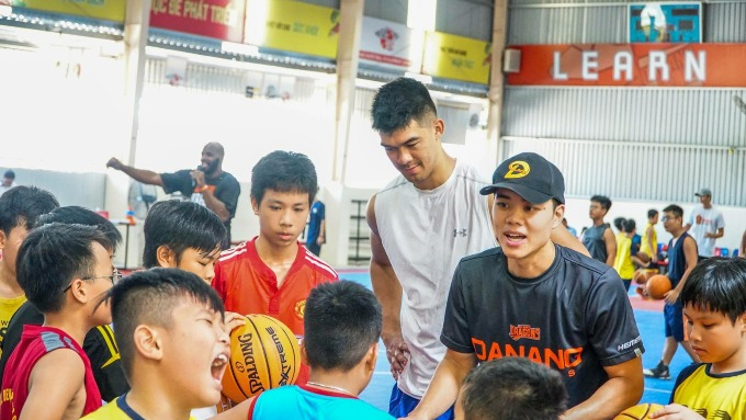 Horace Nguyen (in black) and Chris Dierker (in white), another player of Vietnamese descent in a practice session with young players at Da Nang basketball development center. Photo courtesy of Da Nang Dragons