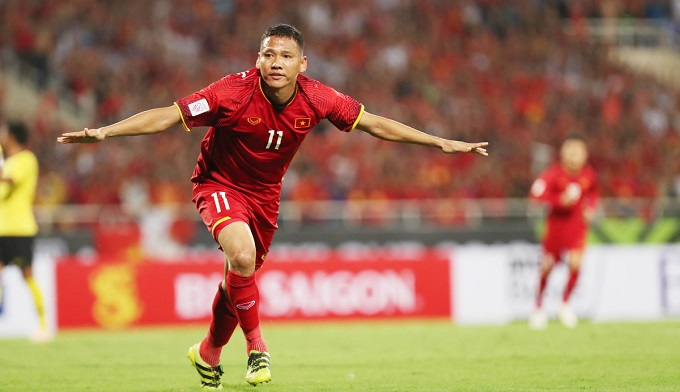 Nguyen Anh Duc celebrates after scoring in the AFF match against Malaysia on November 16. Photo by VnExpress/Duc Dong