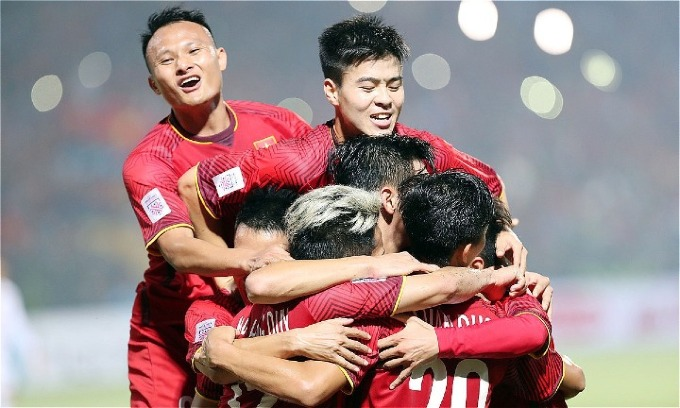 Vietnamese players celebrate the 3-0 victory over Cambodia. Photo by VnExpress/Duc Dong
