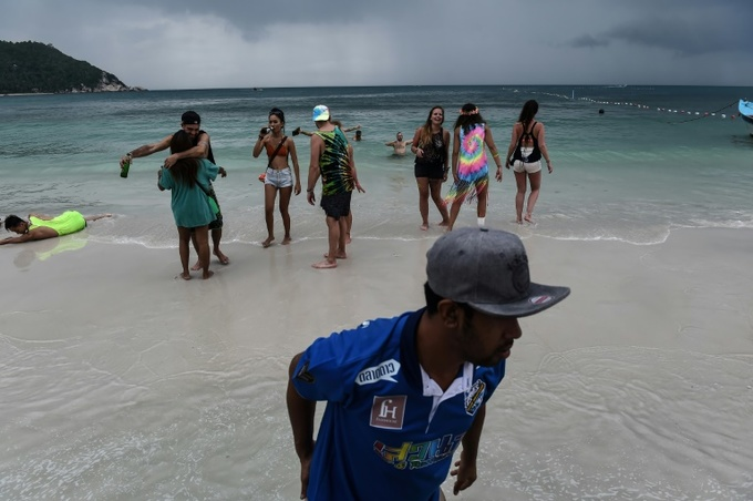 Tourists flee Thai islands as Tropical Storm Pabuk looms