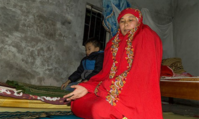 Since her familys financial status improves, her husband and children also followed Islam. Photo by VnExpress/ Trong Nghia.