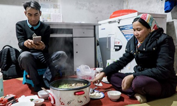 Vui and Dinh by their familys dinner, where there is no sight of pork, cat or dog meat. Photo by VnExpress/ Trong Nghia.