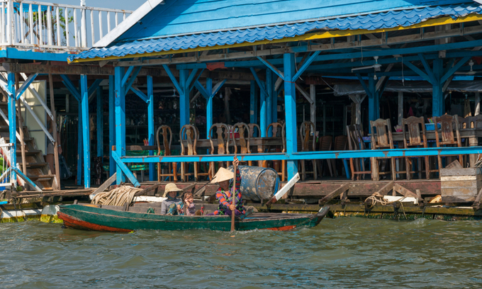Cambodia delays resettlement of ethnic Vietnamese from floating villages