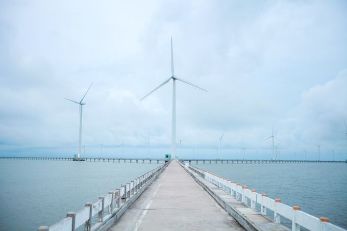 This is the biggest wind farm in Vietnam, located in Bac Lieu province. Photo acquired by VnExpress/Khuong Nha