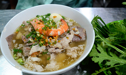Nine noodle shops Saigonese have loved for many years