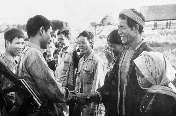 People of Ratanakiri Province, Cambodia, greet Vietnamese and Cambodian soldiers in 1979. Photo by Vietnam News Agency