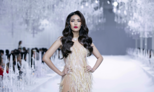 Top Vietnamese designer marks 10 years with glitzy show
