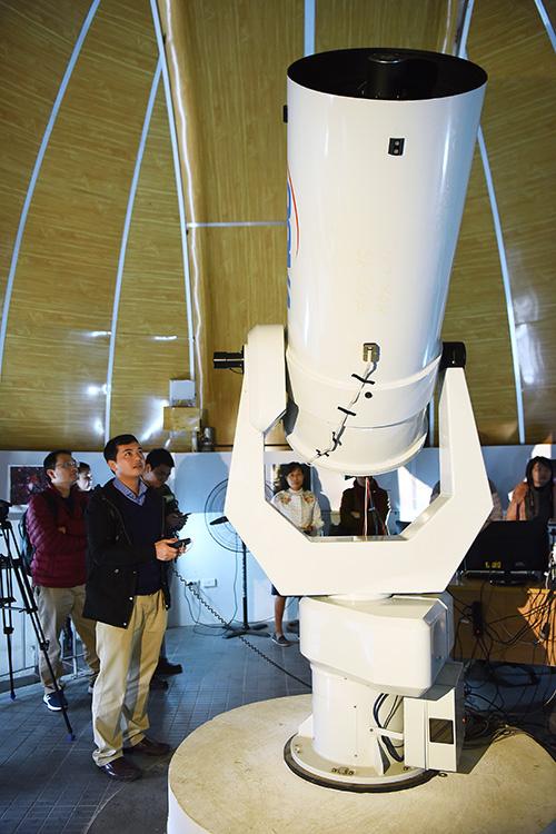 Star gazers get a modern observatory in northern Vietnam - 6