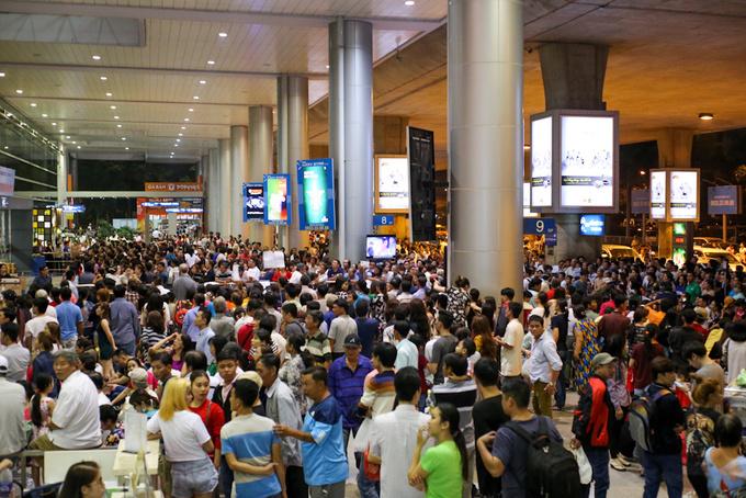 Saigon's Tan Son Nhat airport awaits Tet rush