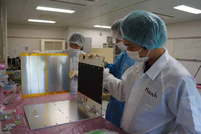 Vietnams coast observation satellite gets ready to go into space - 3