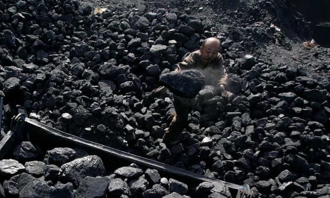 Coal mine collapse in China kills 21
