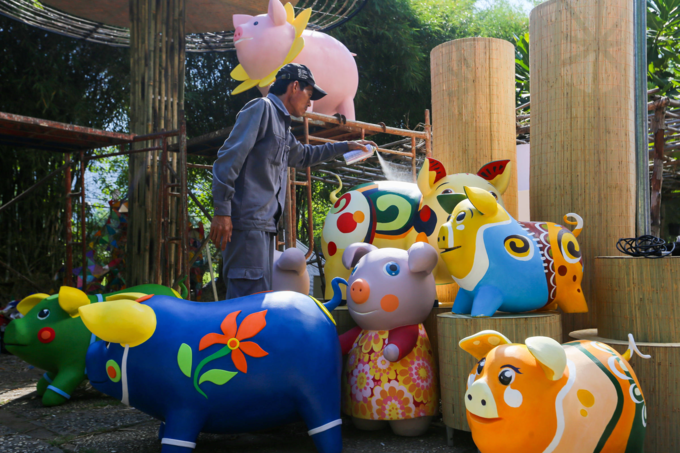 Colorful pigs to take over Saigons iconic flower street for Tet celebration - 4