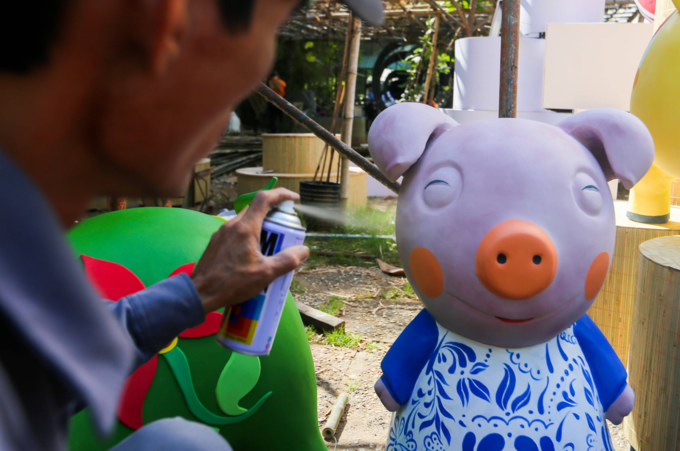 Colorful pigs to take over Saigons iconic flower street for Tet celebration - 6