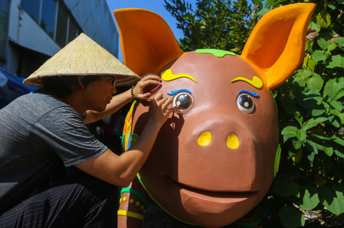 Colorful pigs to take over Saigons iconic flower street for Tet celebration - 7