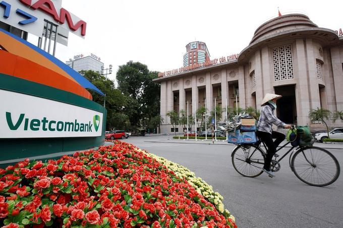 Vietcombank's profit skyrockets, Vietinbank's falls