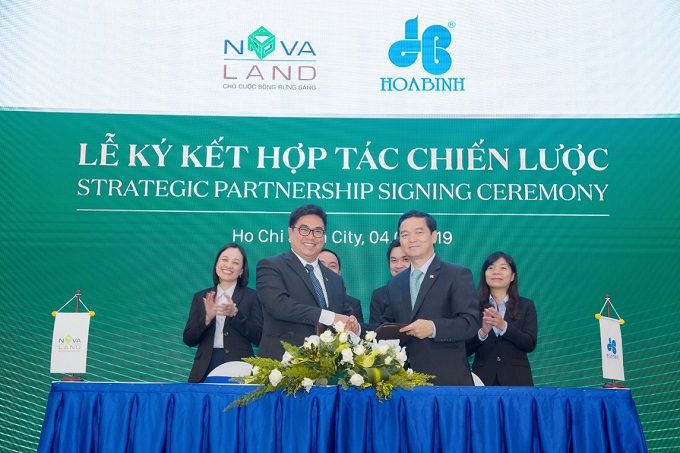 Strategic partnership signing ceremony between Novaland and Hoa Binh Corp for NovaBeach Camranh Resort & Villas project in Cam Ranh, Khanh Hoa.