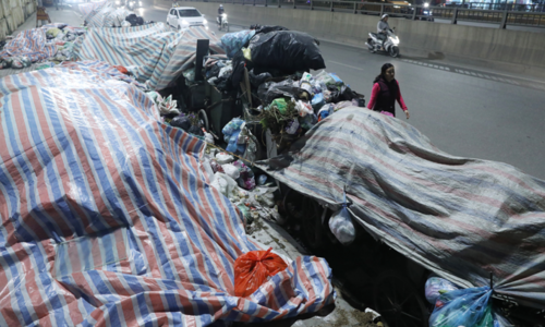 Garbage piles up on Hanoi streets as protestors block road to dump