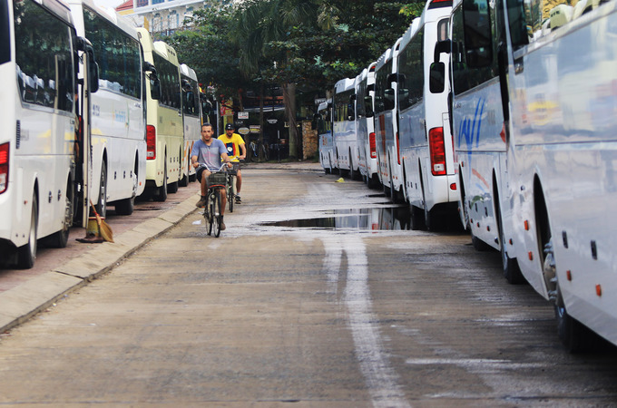 Popularity is its own enemy: Hoi An overrun by tourist buses - 4