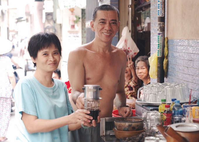 Try Chinese coffee with baguette in Saigon - 1