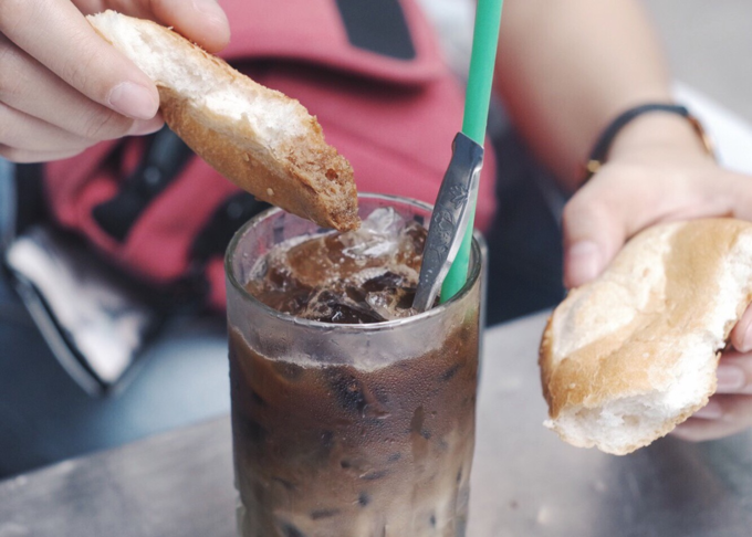 Try Chinese coffee with baguette in Saigon - 7