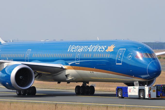 Chinese man caught stealing cash on Vietnam flight