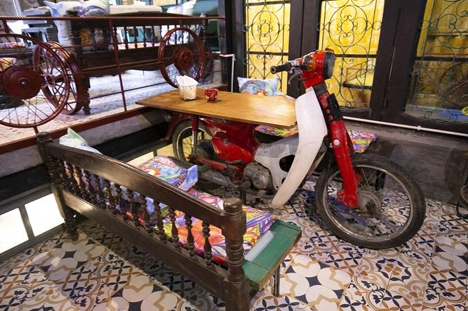 Hanoi café wheels into a new level of recycling - 7