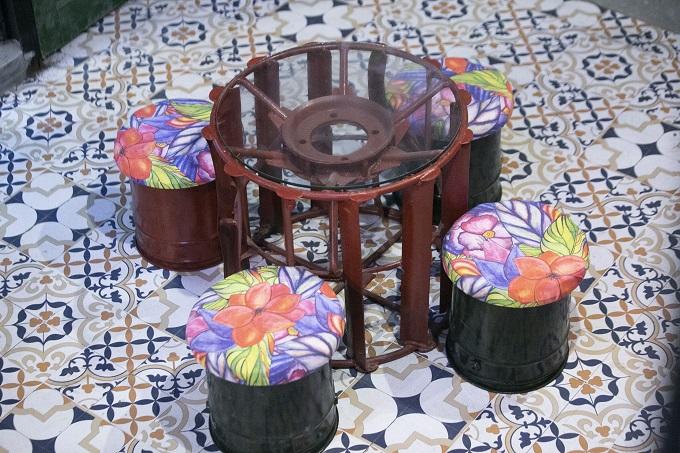 Hanoi café wheels into a new level of recycling - 2
