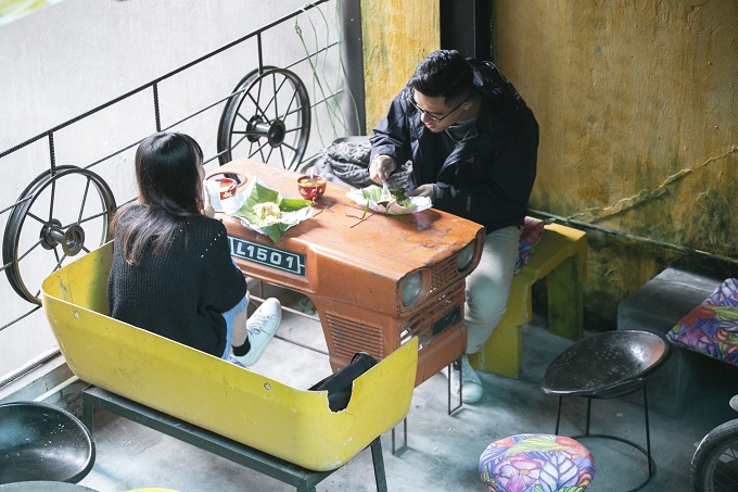Hanoi café wheels into a new level of recycling - 11