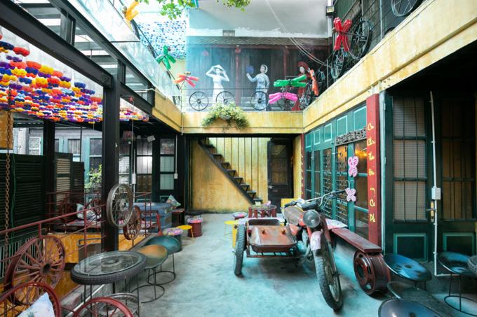 Hanoi café wheels into a new level of recycling