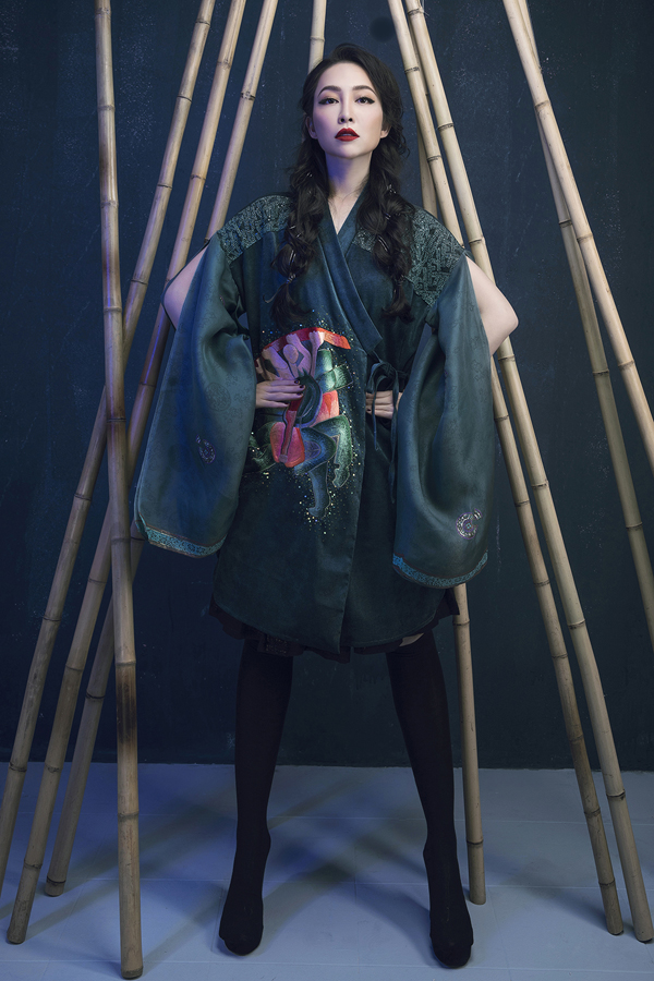 Heroic folk tale inspires Vietnamese designers latest collection Prominent Vietnamese designer Vu Viet Ha has come up with a new collection inspired by folk tale imagery.