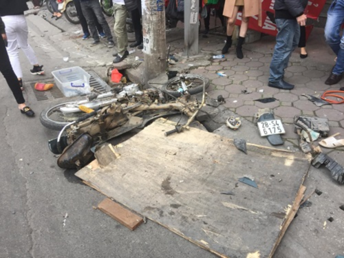 Car runs amok in Hanoi, elderly woman killed
