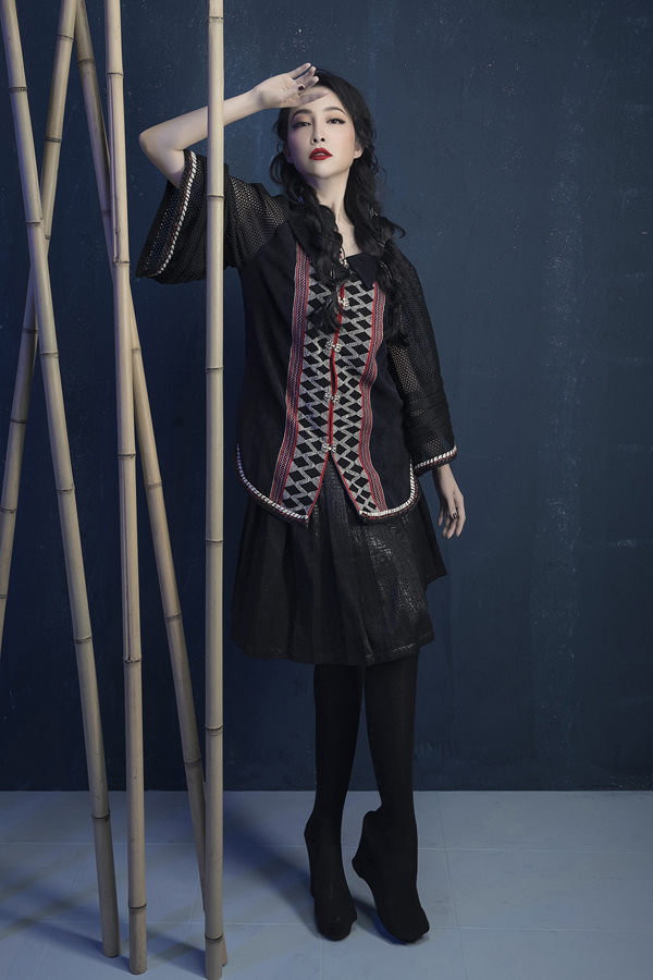 Heroic folk tale inspires Vietnamese designers latest collection Prominent Vietnamese designer Vu Viet Ha has come up with a new collection inspired by folk tale imagery.  - 5