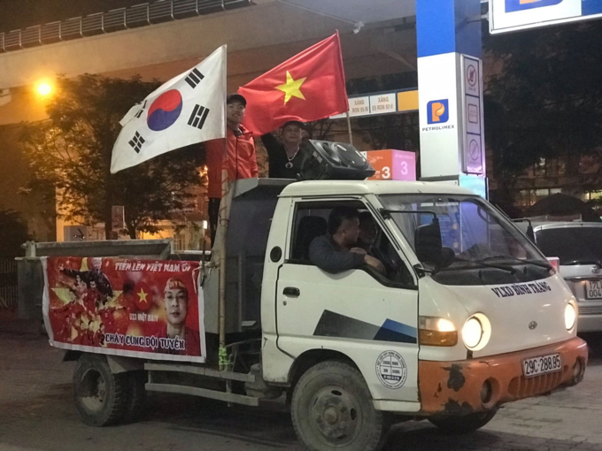 Nation goes gaga as Vietnam enters Asian Cup quarters - 11