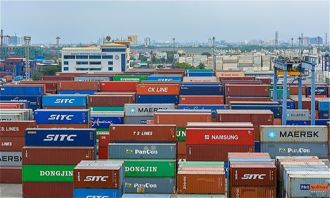 Vietnam trade deficit more than triples in first 15 days